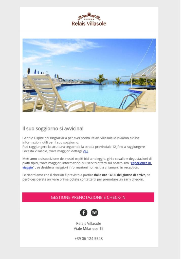 Esempio di email di pre-stay in cui si comunica al cliente come effettuare il check-in online e l'orario in cui arrivare